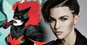 Batman már a múlt: leszbikus szuperhős védelmezi Gotham városát
