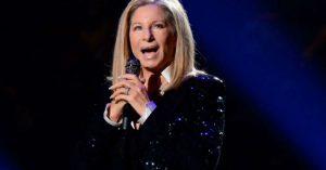 Barbra Streisand: Trump azért rossz elnök, mert nincs kutyája