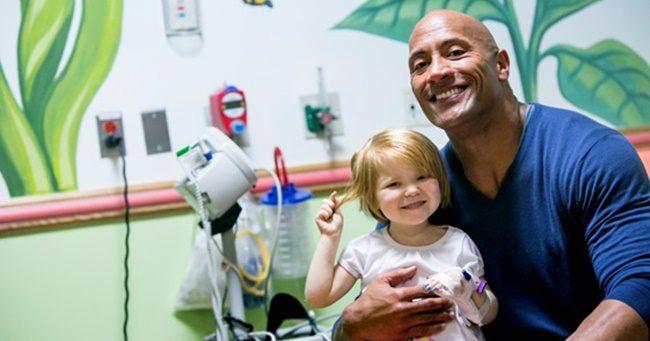 Dwayne Johnson és Jason Statham beteg gyerekek kívánságát teljesítette