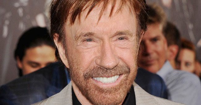 """""""Minden reggel olvasom a Bibliát"""" - Chuck Norris"""