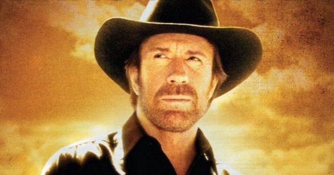 """Isten megmentett, mert tervei voltak velem"" - Chuck Norris"