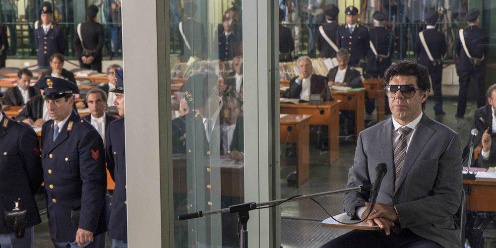 Részletgazdag, de szokványos maffia sztori | Kritika: Az első áruló (2020)