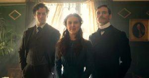 Ilyen lesz az Enola Holmes - Fotókkal adtak ízelítőt az új Sherlock Holmes filmből