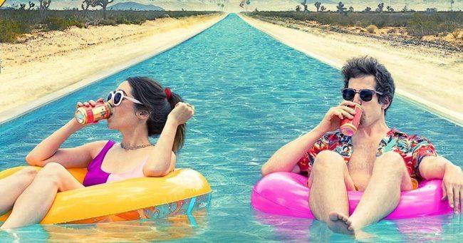 Megérkezett a Palm Springs első szinkronos előzetese