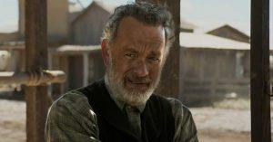 Magyar feliratos előzetest kapott Tom Hanks westernfilmje, A kapitány küldetése
