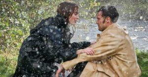 Megérkezett Emily Blunt és Jamie Dornan közös filmjének előzetese