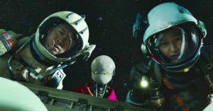 Megérkezett 2021 első nagyszabású sci-fi előzetese, Az űrsepregetők