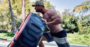 Chris Hemsworth úgy kigyúrta magát, hogy a dublőrje nem bírja a tempót