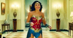 Itt a Wonder Woman 1984 fergeteges forgatási bakivideója!