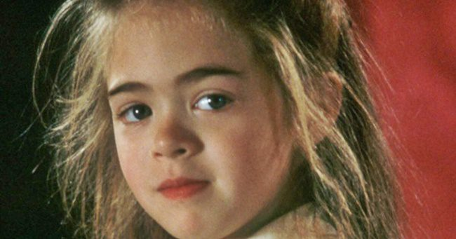 Emlékszel még a kislányra a Hookból? 20 év alatt kész nővé érett