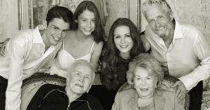 Hollywood gyászol: 102 évesen elhunyt Michael Douglas nevelőanyja