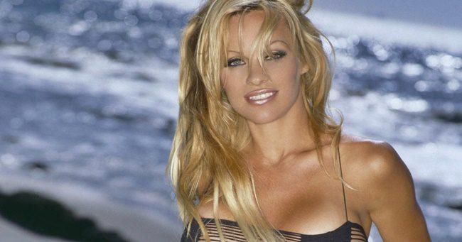 Pamela Anderson kitálalt: szexre kényszerítették Hugh Hefner villájában