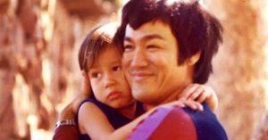 Már 48 éve, hogy elhunyt Bruce Lee – Ritkán látott lánya így néz ki napjainkban