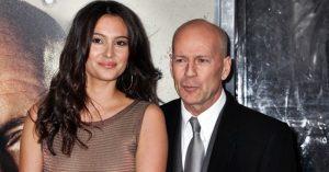 Ő Bruce Willis 24 évvel fiatalabb felesége, akivel már több, mint 10 éve elválaszthatatlanok egymástól