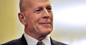Ő Bruce Willis magyar szinkronhangja!