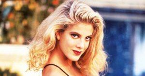 Tori Spelling többek között a nagysikerű Beverly Hills 90210 című sorozatban szerepelt, de emellett több filmben is láthatták a nézők.