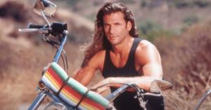 Emlékszel még a 90-es évek menő sorozatára, A fejvadász címűre? A főszerepben Lorenzo Lamas, aki Reno Raines-t alakította