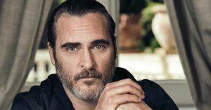 Meg sem ismernénk az utcán, ha szembejönne: így néz ki Joaquin Phoenix új filmje forgatásán
