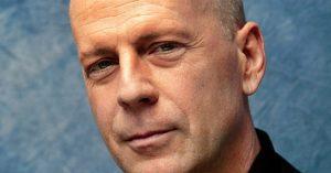 Rá sem ismersz: így nézett ki Bruce Willis az érettségi fotóján