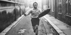 Magyar feliratos előzetest kapott Kenneth Branagh új filmje, a Belfast