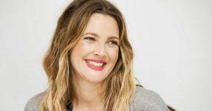 Drew Barrymore nem hajlandó plasztikáztatni - A 46 éves színésznő gyönyörű a friss fotóin