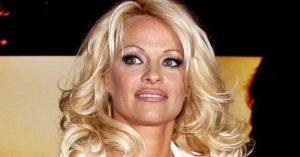 A Baywatch egykori szépsége, Pamela Anderson nagyon másképp festett plasztikai műtétjei előtt